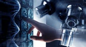 Tecnologías innovadoras en ciencia y medicina Técnicas mixtas Fotos de archivo libres de regalías