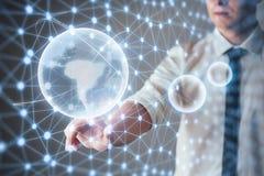 Tecnologías innovadoras en ciencia y medicina Tecnología a conectar Sostener la tierra del planeta que brilla intensamente Imagen de archivo libre de regalías