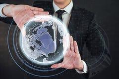 Tecnologías innovadoras en ciencia y medicina Tecnología a conectar Sostener la tierra del planeta que brilla intensamente Foto de archivo