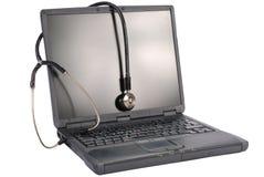 Tecnología de la medicina. computadora portátil con el estetoscopio Imagen de archivo