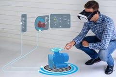 Tecnologia astuta di Iot futuristica nell'industria 4 0 concetti, uso dell'ingegnere hanno aumentato la realtà virtuale mista ad  fotografie stock libere da diritti