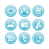 Tecnologia blu con i segni degli assegni Fotografia Stock
