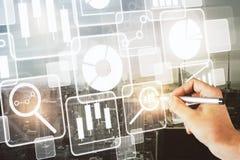 Tecnologia, comunicação e conceito do écran sensível Fotografia de Stock