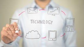 Tecnologia, concetto, scrittura dell'uomo sullo schermo trasparente Immagini Stock