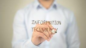 Tecnologia dell'informazione, scrittura dell'uomo sullo schermo trasparente Fotografie Stock Libere da Diritti