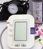 Tecnologia di pressione sanguigna unità-nuova e vecchia Fotografia Stock Libera da Diritti