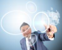 Tecnologia digital moderna tocante de homem de negócio Foto de Stock