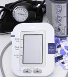 Tecnologia dispositivo-nova e velha da pressão sanguínea Fotos de Stock Royalty Free