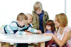 Tecnologia do amor das crianças Fotos de Stock Royalty Free