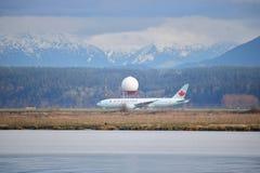 Tecnologia do radar e avião de passagem de Air Canada Imagens de Stock