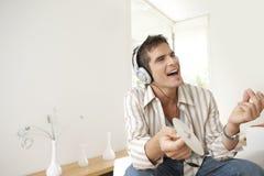 Tecnologia domestica che canta alla musica Fotografia Stock Libera da Diritti