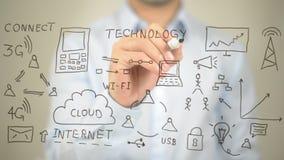 Tecnologia, illustrazione di concetto, scrittura dell'uomo sullo schermo trasparente Fotografie Stock Libere da Diritti