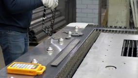 Tecnologia industrial moderna em cortar a fabricação do metal filme