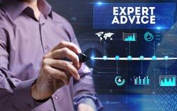 Tecnologia, Internet, affare e vendita Giovane affare per Immagini Stock