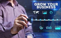 Tecnologia, Internet, negócio e mercado Homem de negócio novo Foto de Stock Royalty Free