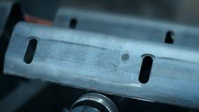 Tecnologia laminata a freddo per la formazione di profilo del metallo Macchina piegatubi automatica stock footage