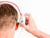 Tecnologia moderna Dispositivo da música da compra Dispositivos acessórios musicais da loja da loja Conceito do gosto da música A imagem de stock royalty free