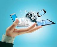 Tecnologia nelle mani immagine stock libera da diritti