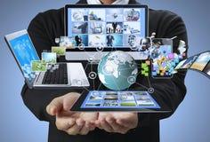 Tecnologia nelle mani fotografie stock libere da diritti