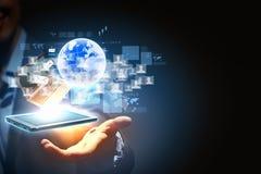 Tecnologia sem fios moderna e meios sociais Fotografia de Stock Royalty Free