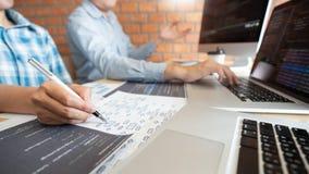 Tecnologias colaboradoras do colaborador do Web site das Software Engineers do trabalho ou codifica??o de trabalho do programador fotos de stock
