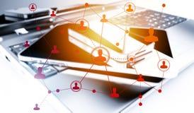 Tecnologias sociais dos trabalhos em rede com portátil, smartphone e tabuleta Imagens de Stock Royalty Free