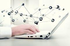 Tecnologie moderne per collegamento Media misti Fotografie Stock