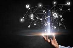 Tecnologie per il collegamento della gente Media misti Immagini Stock Libere da Diritti