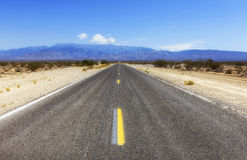Tecopa väg, Nevada, USA Royaltyfria Foton