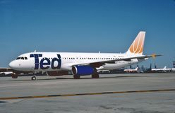 Ted Airbus A320 dopo l'atterraggio all'aeroporto internazionale della lepre del ` della O, Immagini Stock Libere da Diritti