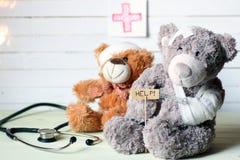 Teddy γιατρός παιχνιδιών στοκ εικόνα με δικαίωμα ελεύθερης χρήσης