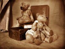 2 teddy στοκ εικόνα με δικαίωμα ελεύθερης χρήσης