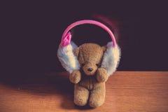 Teddy Bear Listen zur Musik allein alleinkonzept Lizenzfreie Stockfotografie