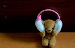 Teddy Bear Listen zur Musik allein alleinkonzept Lizenzfreies Stockfoto