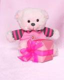 Teddy Bear med gåvan - foto för valentindagmateriel Arkivbilder
