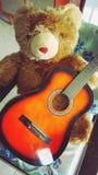Teddy Bear med gitarren Royaltyfri Fotografi