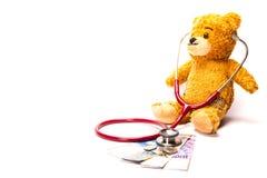 Teddy Bear med stetoskopet och schweizisk franc Arkivfoton