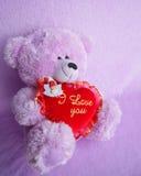 Teddy Bear och röd hjärta älskar jag dig - lagerföra foto Fotografering för Bildbyråer