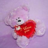 Teddy Bear och röd hjärta älskar jag dig - lagerföra foto Royaltyfri Bild