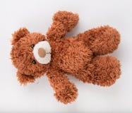 Teddy Bear sur le fond d'isolat plancher gentil b d'amour d'art mignon d'arc Photo stock