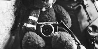 Teddy Bear Travel Roadtrip Concept que acampa Fotos de archivo libres de regalías