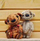 Teddy bears against a wooden wall Royalty Free Stock Photos