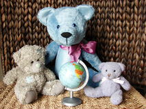 Teddy-bears & globe Royalty Free Stock Photography