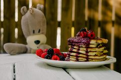 Teddy looking at pancakes Royalty Free Stock Image