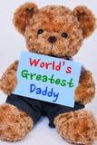 Teddybär, der das blaue Zeichen sagt Welt-` s größten Vati hält Lizenzfreie Stockfotos