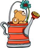 Teddybär in der Gießkanne mit Blume Lizenzfreies Stockfoto