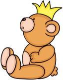Teddybär, der mit gelber Krone sitzt Stockfoto