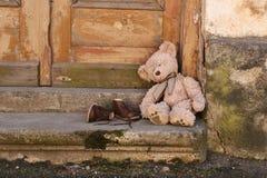 Teddybär in der Stadt Lizenzfreie Stockfotografie