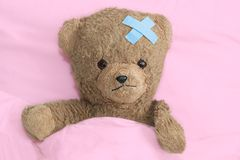 Teddybär ist krank Lizenzfreie Stockfotografie