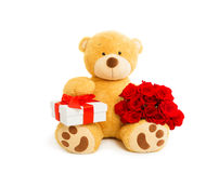 Teddybär mit Geschenkbox und Blumenstrauß von roten Rosen Stockbilder